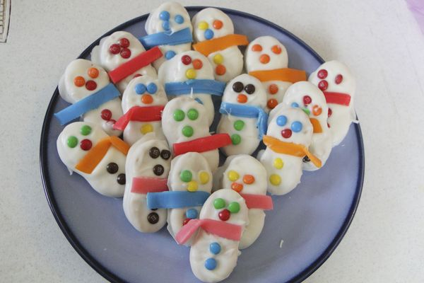 last minute christmas gifts, nutter butter snowmen cookies