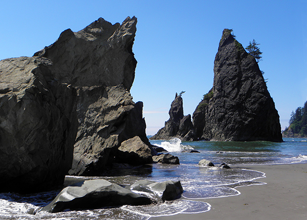 The rocky sea stacks and crazy wave patterns at Rialto beach
