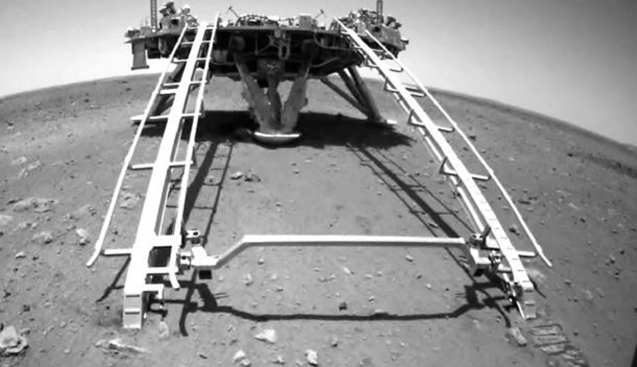 China rover dives to the surface of Mars