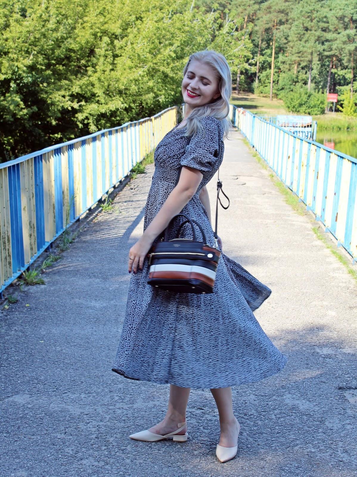 SheIn total look – rozkloszowa sukienka w kwiaty