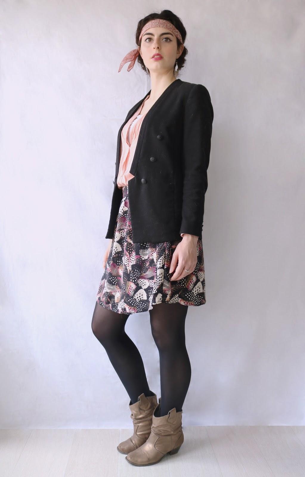 look femme printemps rose plume années 20