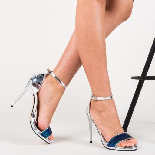 Sandale argintii de ocazii cu toc subtire si strassuri