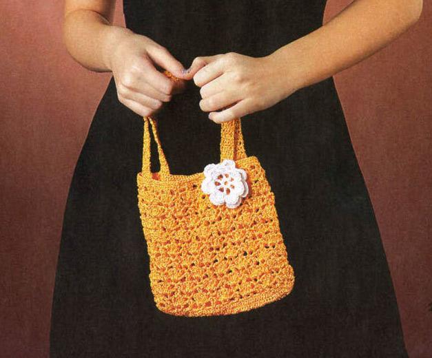 Желтая сумочка с белым цветком