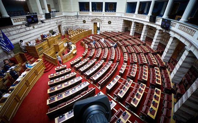 Βουλή: Με ευρύτερη πλειοψηφία ψηφίστηκε το νομοσχέδιο για την απλούστευση της αδειοδότησης επιχειρήσεων