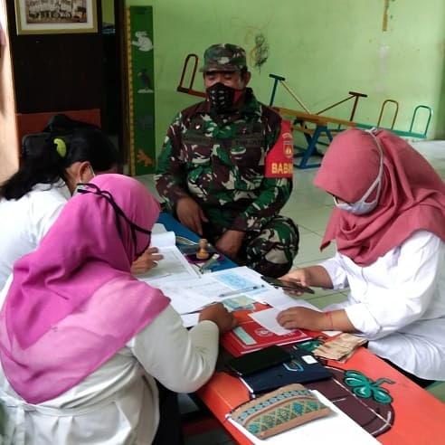 Babinsa Desa Taskombang Beri Himbauan  Guru TK Dan PAUD Guna Mencegah Covid-19
