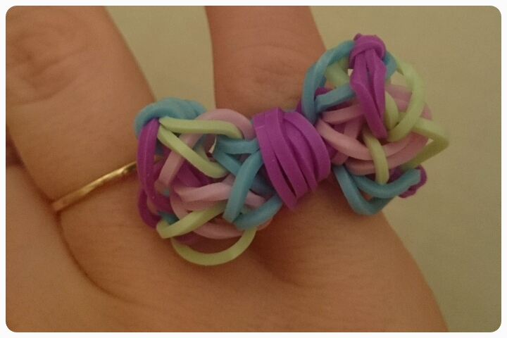 loom band bow ring