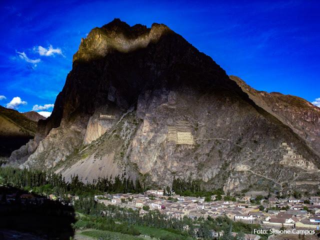 Montanha em Ollantaytambo, Peru