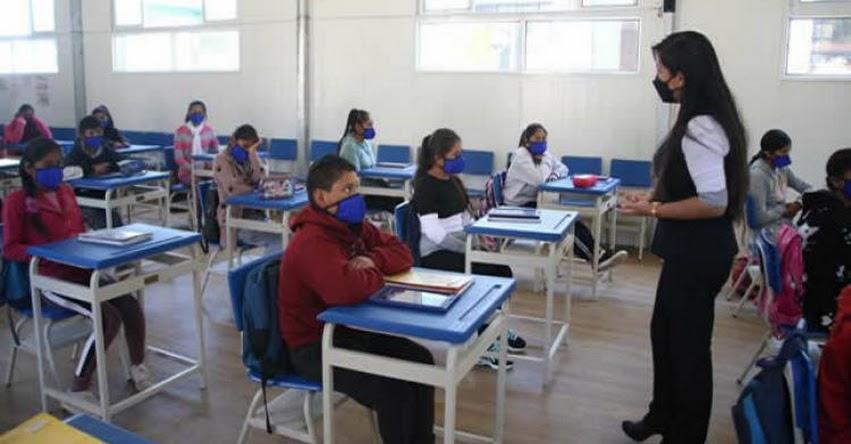 MINEDU: Más escuelas ofrecen clases semipresenciales con docentes vacunados