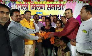 Jaunpur News :  होली मिलन समारोहों में गले मिलकर दी एक दूसरे को बधाई