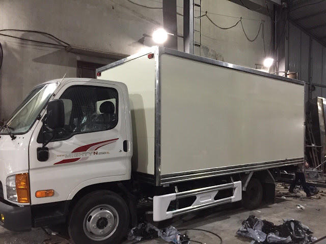 Đóng thùng Composite xe tải Hyundai N250SL