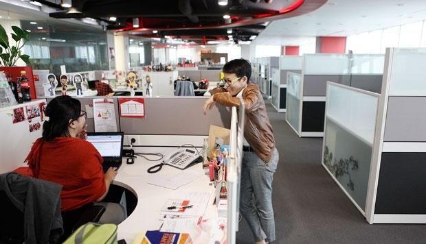 5 Kebiasaan Karyawan Sebelum Pulang Kerja Yang Wajib Dihindari