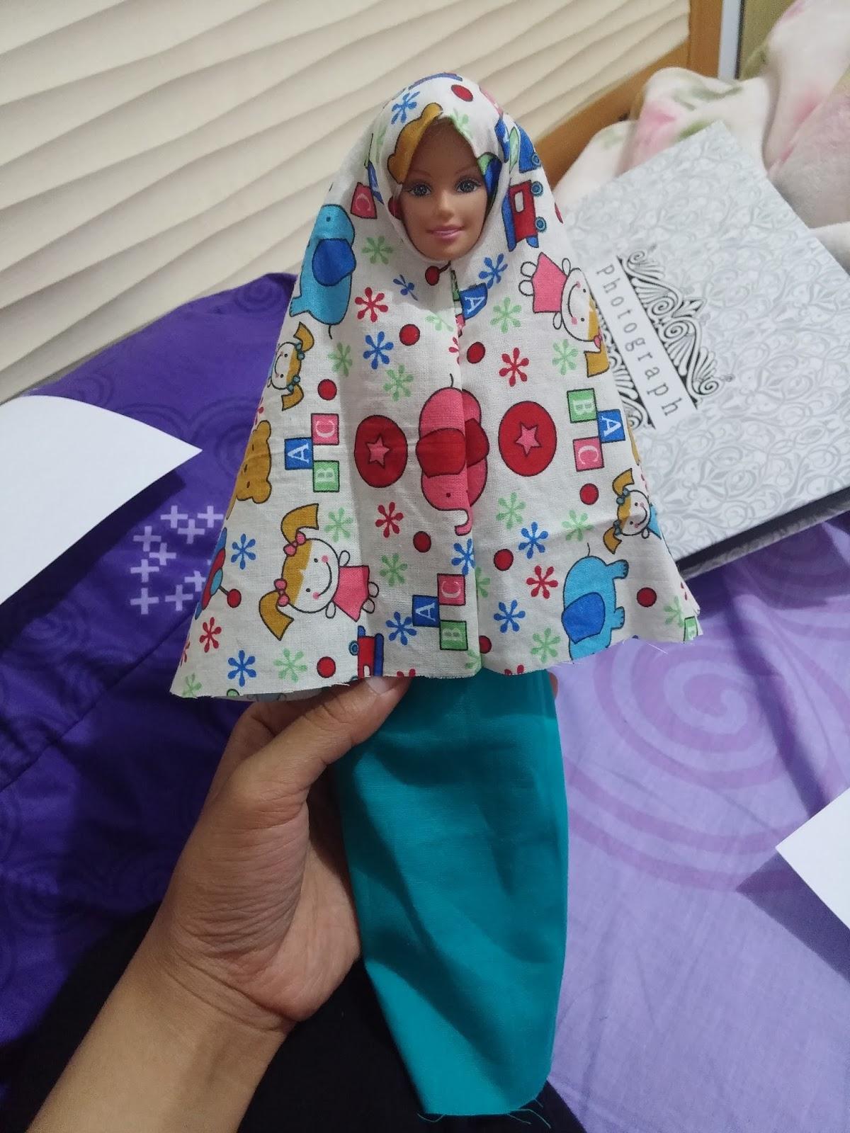 Barbie Mau Sholat Nih Kita Bikinin Mukena Yuk Hey Leblung