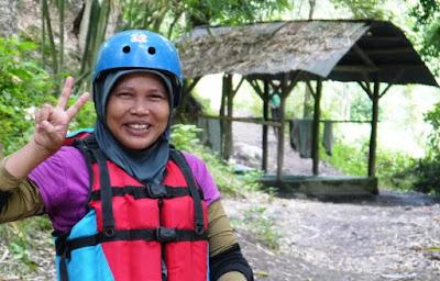 Kenangan Seru Saat River Tubing di Pringgasela Lombok