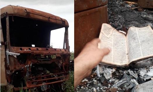 Bíblia é encontrada dentro de caminhão incendiado após um ano e meio