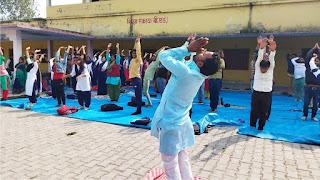 बीएड छात्र-छात्राओं के लिये योग शिविर शुरू | #NayaSaberaNetwork