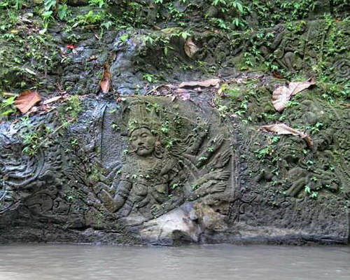 Travel.Tinuku.com Ayung river rafting is most challenging in Ubud and watch beautiful carvings cliff along river