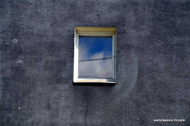 Warszawa Warsaw Olszynka Grochowska osiedle getto eksmisja Praga Południe mural bloki architektura architecture w polu między torami okno