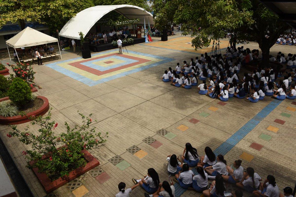 Estafan a padres de familia con supuestos cupos en el Colegio Femenino de Villavicencio