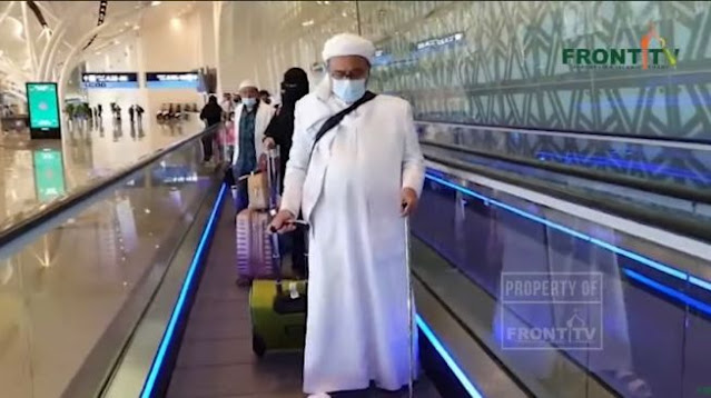 Foto-foto Habib Rizieq di Bandara King Abdul Aziz Jelang Pulang ke Indonesia