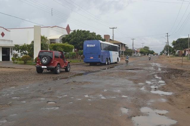 Deputado piauiense pede recuperação do trecho da BR-402 na saída de Parnaíba para Chaval