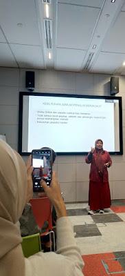 Ani Berta sebagai pembicara dalam Workshop Content Writer di Google Indonesia