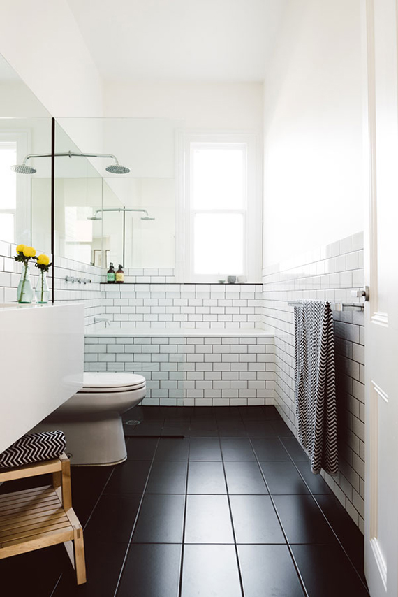 Black and white bathrooms | Simple black and white bathroom. Design by Techne.