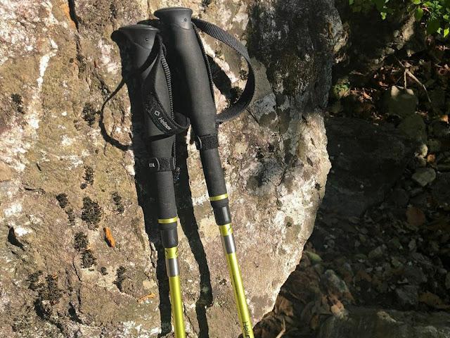 Trekking pole atau tongkat gunung