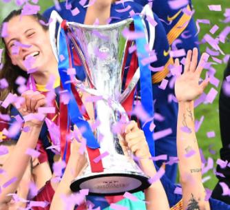 FC Barcelona lifts the UEFA Women's Champions