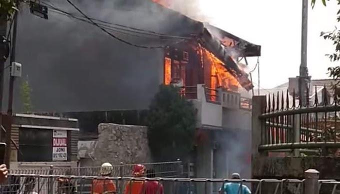 Si Jago merah Menghanguskan Rumah Dua Lantai Di Cilandak