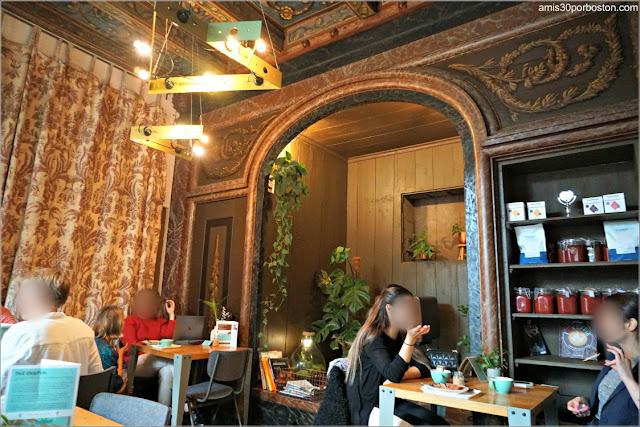 Salón de la Cafetería De Koffieschenkerij en Amsterdam