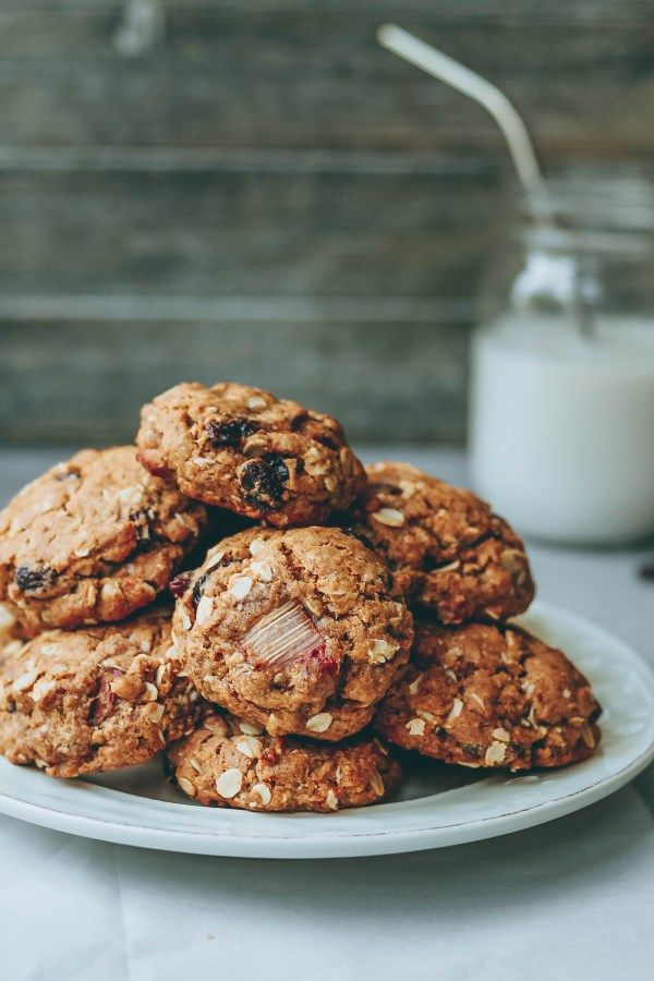 Rhubarb Oatmeal Raisin Cookies. Need more recipes? Find 21 Easy and Healthy Vegan Oat RecipesTo Make Best Weight Loss Breakfast Ever! vegan breakfast oatmeal | easy oatmeal recipes | oatmeal recipes overnight | oatmeal weightloss | oatmeal recipes healthy easy #oats #oat #veganmeal #vegan