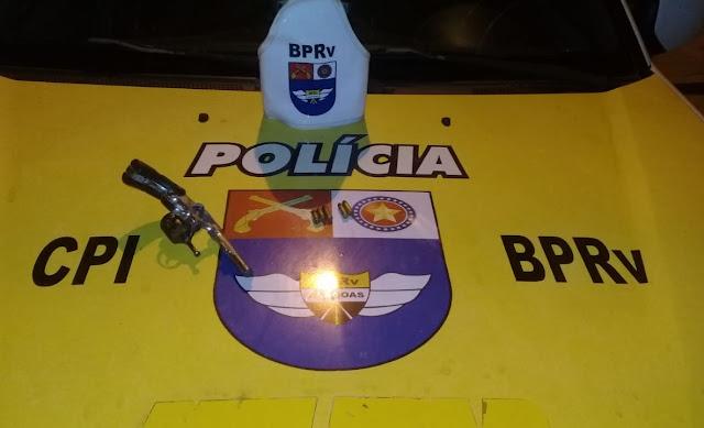 Em Olho D'Água das Flores, jovens são presos com revólver, munições, dinheiro  e celulares roubados