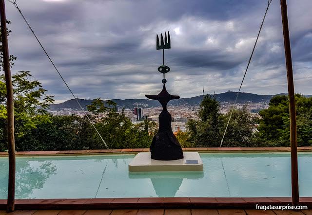 """""""Sol, Lua e estrela"""", escultura de Miró"""
