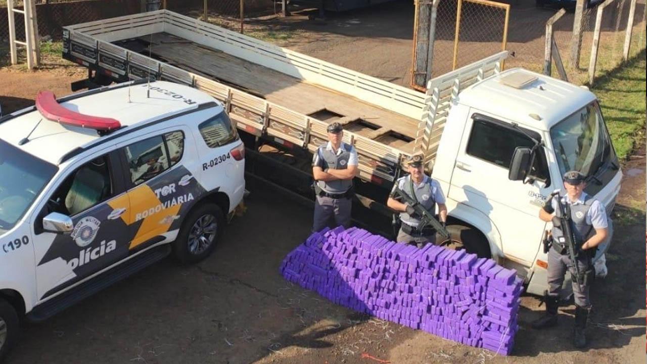 Polícia Rodoviária apreende mais de 500 tijolos de maconha em Ourinhos
