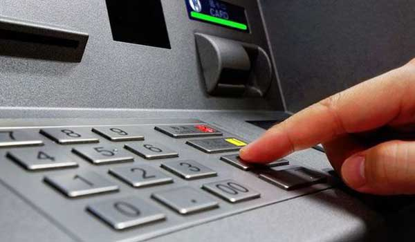 Ερώτηση υπολοίπου με 0,2 ευρώ και νέο Pin με 3 ευρώ: Αυτές είναι οι νέες προμήθειες για χρήση καρτών