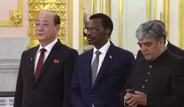 Sin Hong Chol at the ceremony of presenting credentials to Putin on November 24, 2-2-