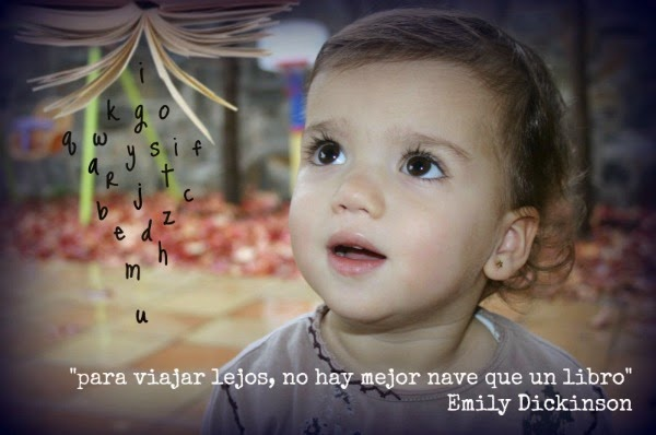 niña mirando libro con sorpresa-frase emily dickinson