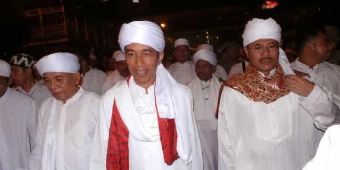 Sebut Sorban Jokowi Usang & Bau Apek, Pengamat: Para Penjilat & BuzzeRp Tetap Bilang Jokowi Wangi & Berwibawa