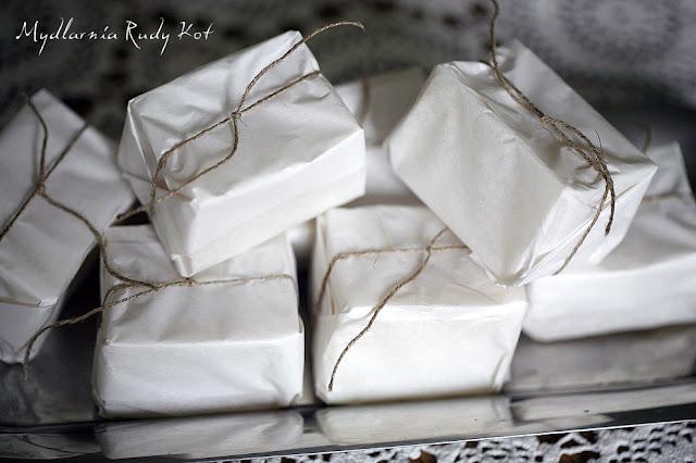 Super delikatne oliwkowe mydło z Mydlarni Rudy Kot - rodzinnej firmy z certyfikatami będzie prezentem z okazji Dnia Kobiet