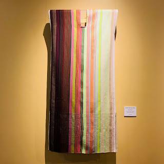 vestido contemporáneo, técnica de telar de cultura