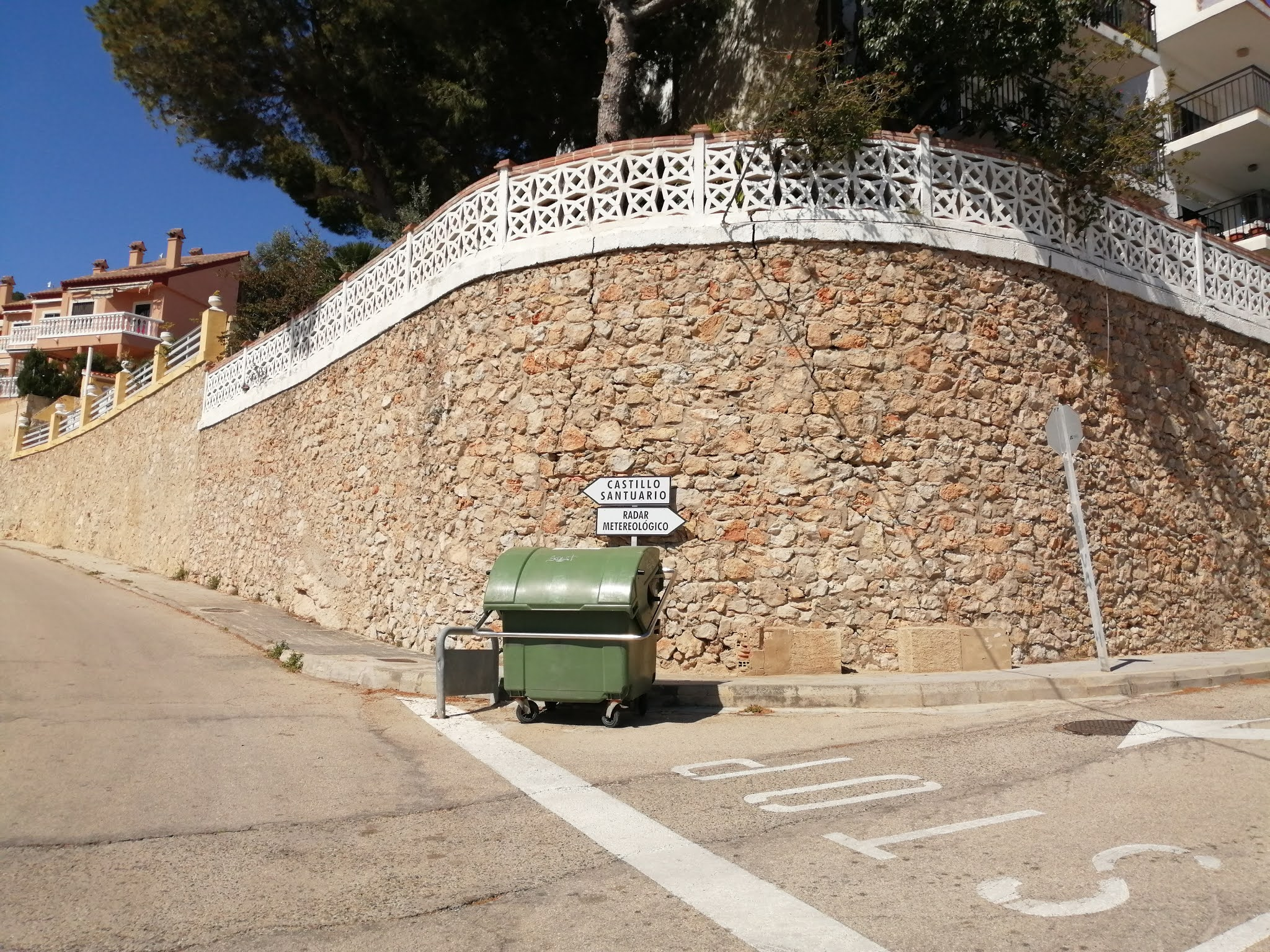 Junctions of the roads to Cullera Castle and la Bola, Valencia, Spain