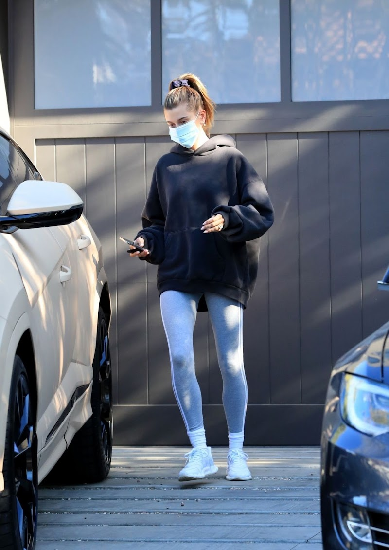 Hailey Bieber Leaves a Private Workout Class in West Hollywood 19 Dec-2020
