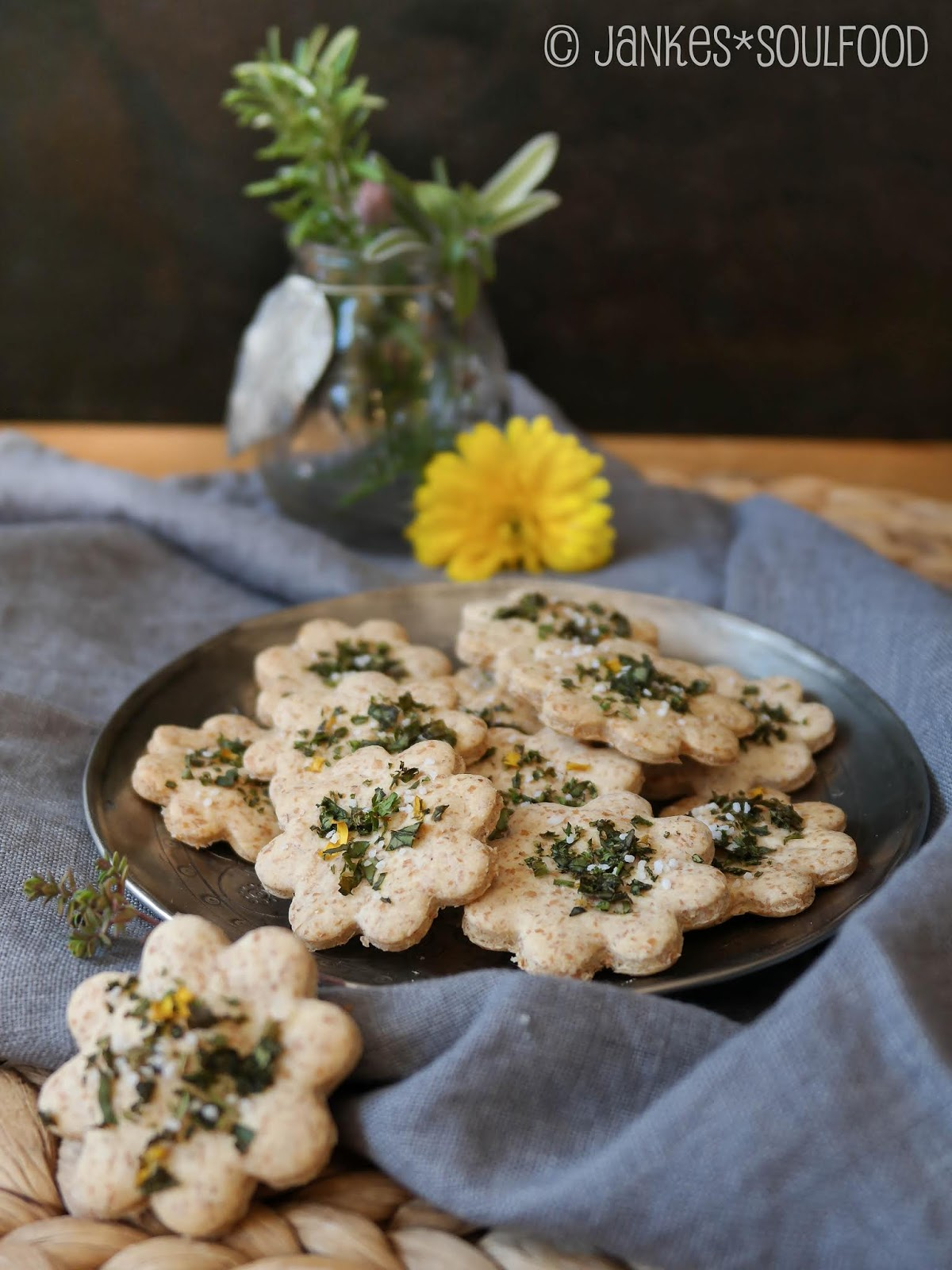 Snack aus Dinkelmehl und Parmesan