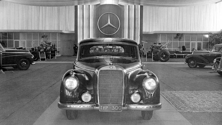 طراز Mercedes 300 موديل 1951
