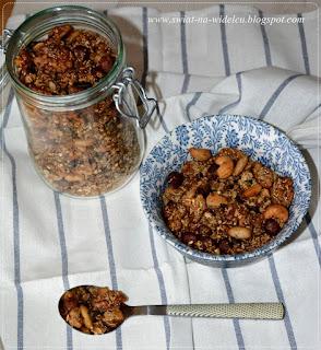 https://swiat-na-widelcu.blogspot.com/2019/07/granola-orzechowa-z-kasza-gryczana-i.html