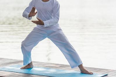 el tai chi, una forma de meditación en movimiento, mejoran el bienestar de aquellos que lo practican e, incluso, pueden ayudar a relajar las mentes más ansiosas