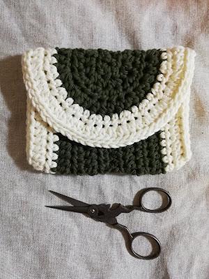 かぎ針編みのミニポーチ