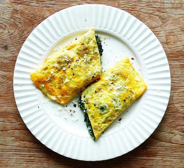 Keto spinach omelet breakfast