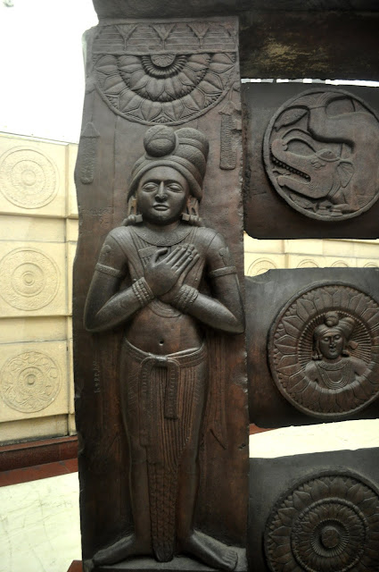 A gatekeeper welcoming the visitor, Bharhut Stupa, Indian Museum, Kolkata