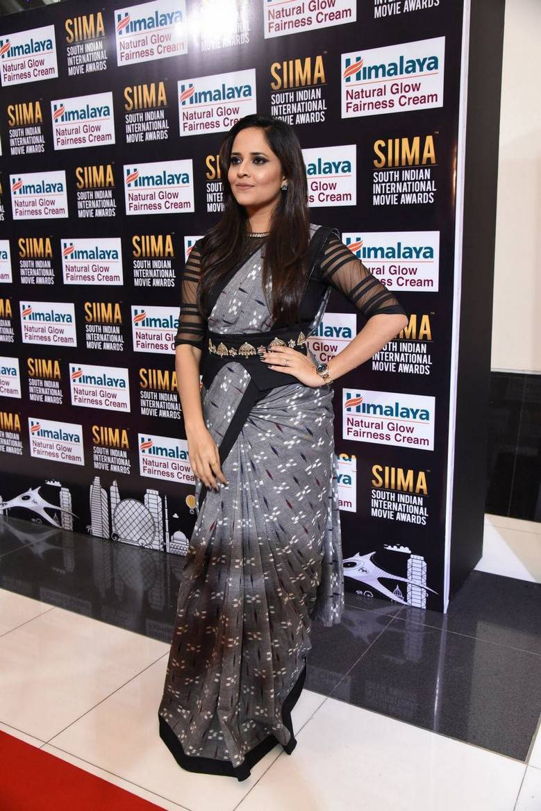 TV Anchor Anasuya Photos At SIIMA Awards 2017 In Black Saree